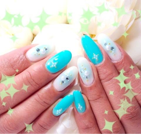白×ブルーチークネイル~芦屋ネイル・マツエクサロン