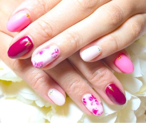 手描き重ね花柄×ピンクワンカラー~芦屋ネイル・マツエクサロン